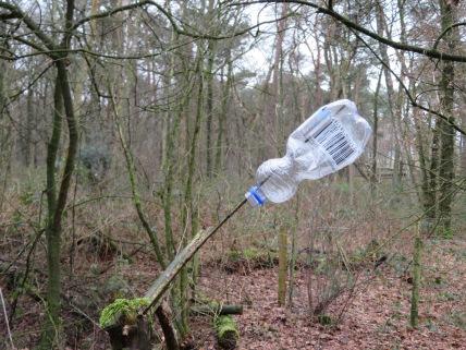 Plastic min of meer .Je ziet in de natuur 't steeds meer