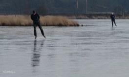 Voorzichtig schaatsen en genietend