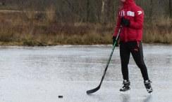 Ijshockey is ook een manier om je warm te houden