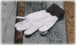 Een handschoen alléén..., dan zijn het er geen twee :)