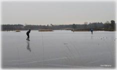 Een van de eerste schaatsers bij de Vennen