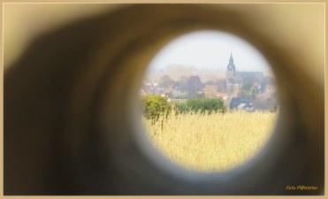 In de verte zie je de Wallfahrtskirche in Kranenburg DE