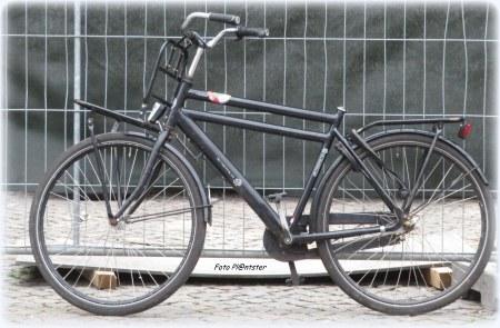 Daar kun je niet mee thuiskomen ...,dit gaat hem niet worden. Het staat er als fiets ...,erop te zitten lijkt mij niets. :D