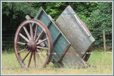 Originele oude boerenkar ..., het doet terugdenken aan de tijd van weleer