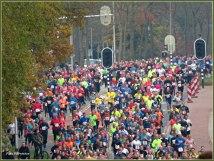 Het was een kleurrijk geheel, met meer dan duizenden deelnemende renners.