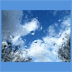 Na een regenbui klaarde de lucht tijdelijk op.Niets is zo veranderlijk als het weer ..., zie eens wat een mooie blauwe lucht en witte wolken.
