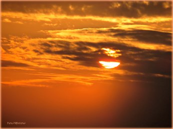 De ondergaande zon is en blijft telkens de moeite waard ,zie eens wat 'n mooi aanzien