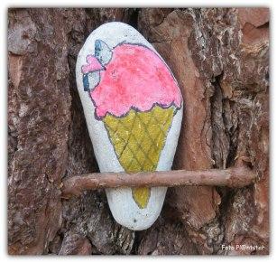 Een zwerfkei met een ijsje was smaakvol getekend