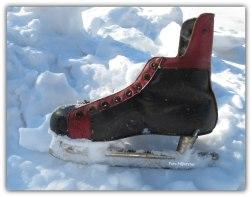 Schaats ijzer in sneeuw