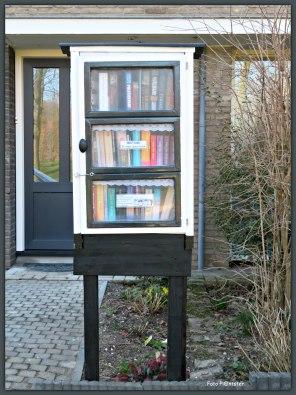 Spelregels Je kunt gratis een boek meenemen ,doorgeven ,lenen of ruilen (één tegelijk alsjeblieft) Veel leesplezier!