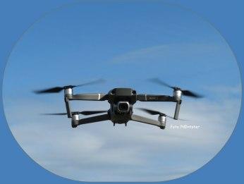 Drone ,alsof boven de wolken ,maar niet heus ,schijn bedriegt