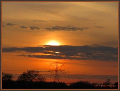 Nog even de avondzon zichtbaar terwijl haar warme kleuren bekoorlijk verspreidden