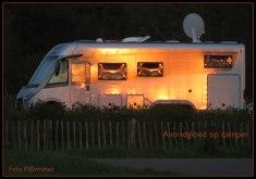 Met 'n lage avond zon die haar licht nog liet schemeren op deze camper