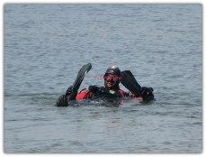 Met zijn zwemvliezen aangedaan ,met zuurstof een kopje onder gegaan....